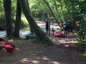 Kajaktour mit Kindern auf dem Rhin und Umbooten bei Rheinshagen
