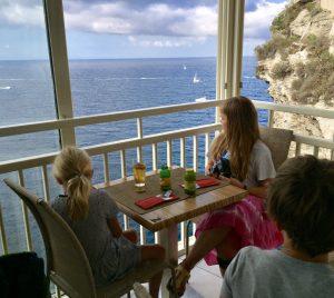 Korsika mit Kindern Ausblick vom Café in der Altstadt
