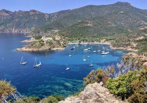 Blick auf La Girolata Korsika wandern und baden