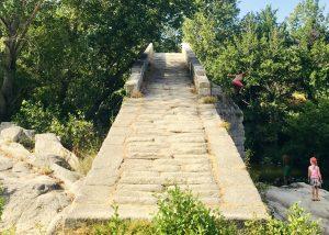 Badestelle Korsika mit Kindern an der Brücke Spin`a Cavallu bei Sarténe