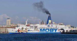 Fähre nach Korsika im Hafen von Genua
