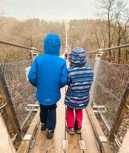 Die Kinder am Einstieg der Geierlay