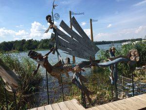 Uferpromenade in Rheinsberg in Brandenburg mit Skulpturen Pippi Langstrumpf