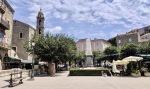 Sarténe Place de la Liberation Korsika Camping