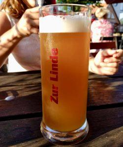 Selbstgebrautes Bier im Gasthof zur Linde in Middelhagen auf auf Rügen