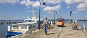 Hafen der Insel Vilm mit dem Schiff bereit zur Überfahrt nach Lauterbach