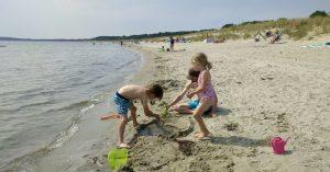 Strand in Lobbe auf Rügen mit Kindern