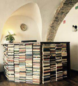 Rezeption des Hotels Book B&B in Vilnius