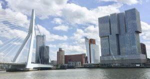 Erasmusbrücke in Rotterdam / Startpunkt der Hafenrundfahrt