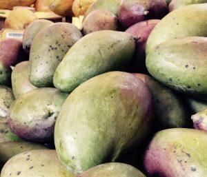 Mangos und Papayas in der Markthalle