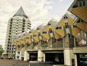 Würfelhäuser in Rotterdam als Brücke