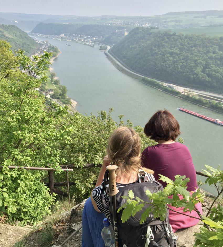 Ein wunderschöner Blick von der Burg Liebenstein auf das Rheintal