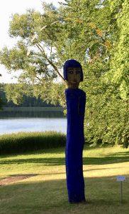 Skulptur von Gudrun Lomas am Stechlinsee in Neuglobsow in Brandenburg
