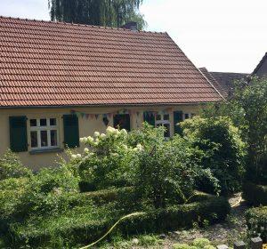 Ein typisches Dorfhaus in Kleinzerlang Rheinsberg in Brandenburg